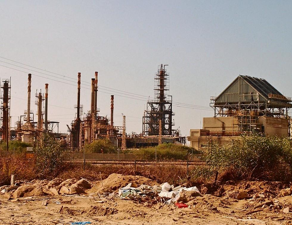 """מקור הזיהום. שרידי מפעל """"תעשיות אלקטרוכימיות""""  (צילום: אלעד גרשגורן)"""
