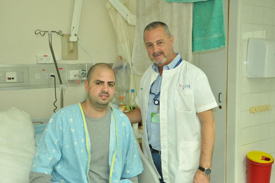 Доктор Густаво Мойгар и Нетанэль. Фото: Эли Дадон