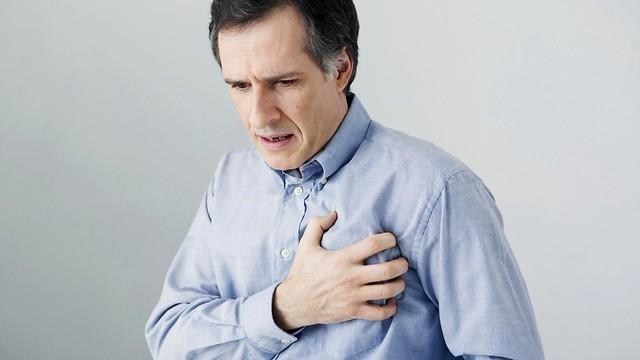 כאב חד בחזה. דלקת קרום הלב (צילום: shutterstock) (צילום: shutterstock)