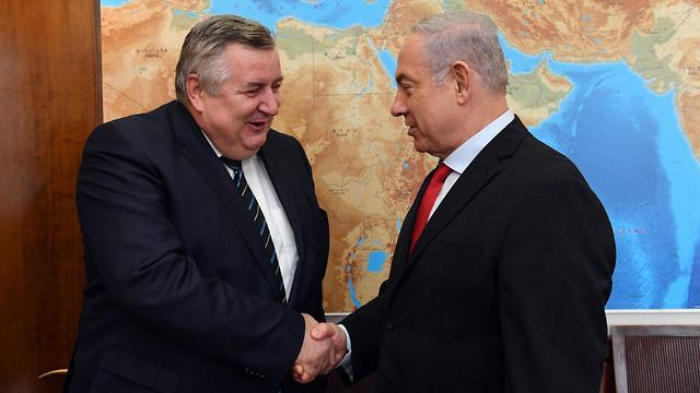 """נתניהו עם היועץ לביטחון לאומי של הונגריה, היום (קרדיט: חיים צח, לע""""מ)"""