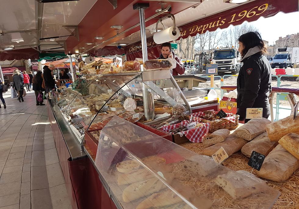 שוק האוכל Mirabeau Cours (צילום: נורית גאון) (צילום: נורית גאון)
