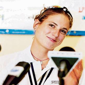 עם מדליית הזהב הראשונה שלה באליפות העולם ב־ 2003
