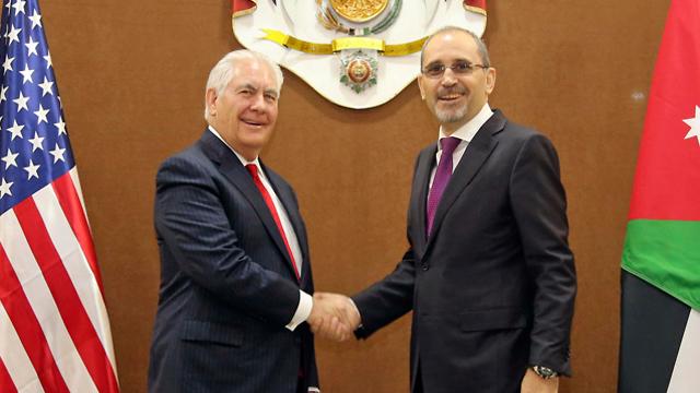 Tillerson with Jordan's Foreign Minister Ayman Safadi (Photo: AP)