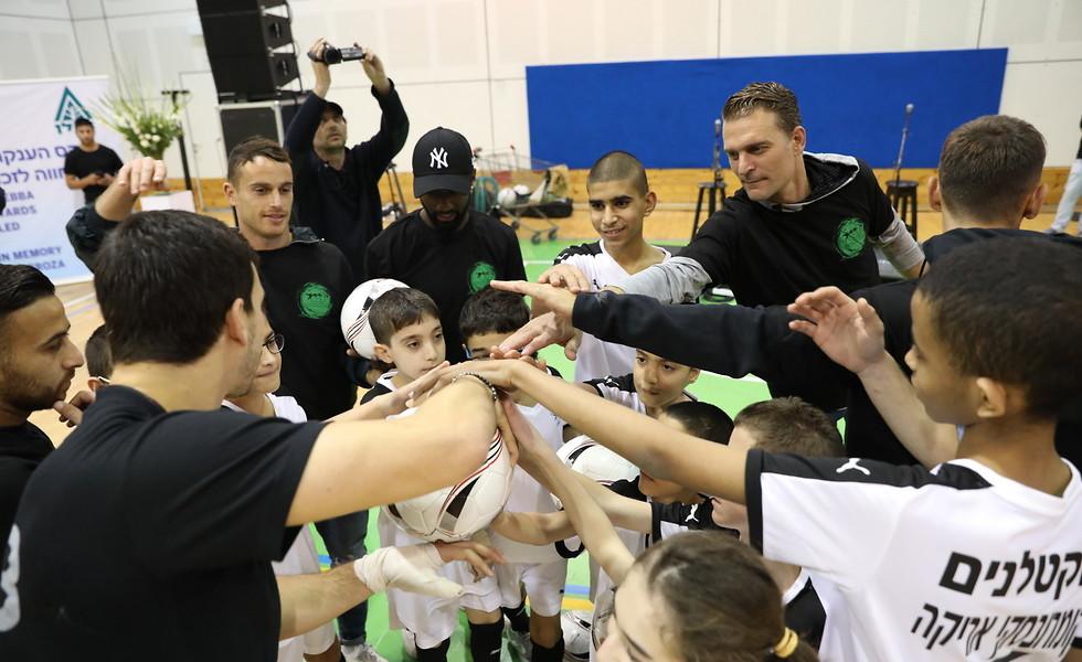 כולם יחד. חגיגה במרכז הספורט (צילום: חן גלילי) (צילום: חן גלילי)