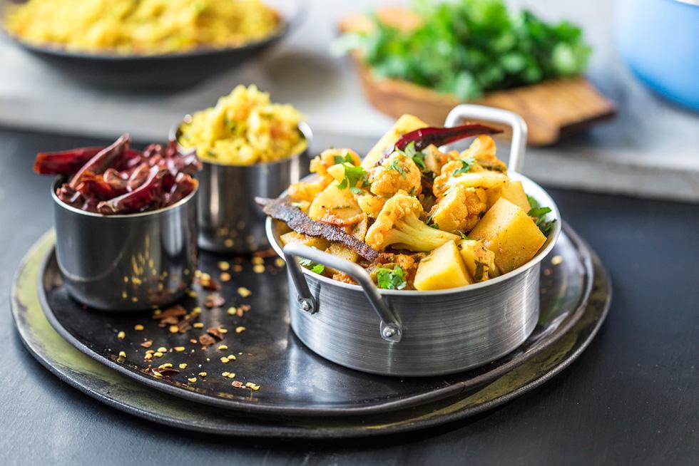 אלו גובי – תבשיל הודי עם תפוחי אדמה וכרובית (צילום: אפיק גבאי)