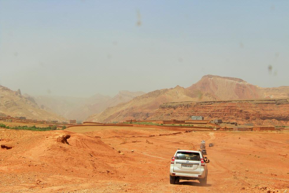 חוצות את העמק האדום (צילום: גלית פרז) (צילום: גלית פרז)