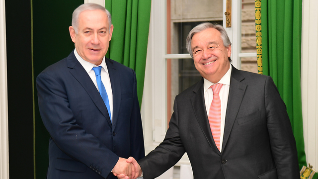 PM Netanyahu (L) shaking hands with UNSG Guterres (Photo: Amos Ben Gershom/GPO)