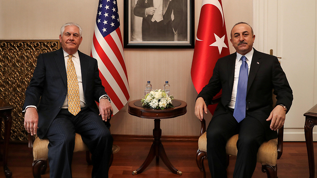 US Sect. of State Tillerson (L) met with Turkish FM Cavusoglu to normalize the two countries' relations (Photo: Reuters)