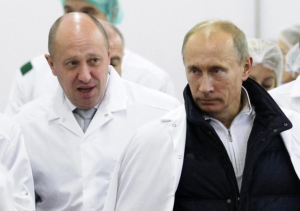 פוטין ופריגוזין במפעל של המסעדן (צילום: AP) (צילום: AP)