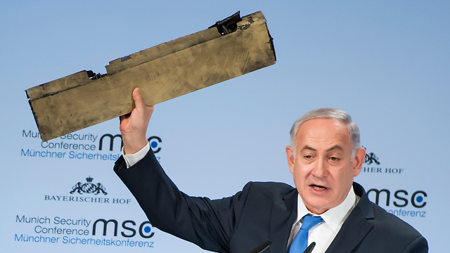 PM Netanyahu in Munich, holding a piece of the Iranian UAV (Photo: AFP, MSC Munich Security Conference / LENNART PREISS)
