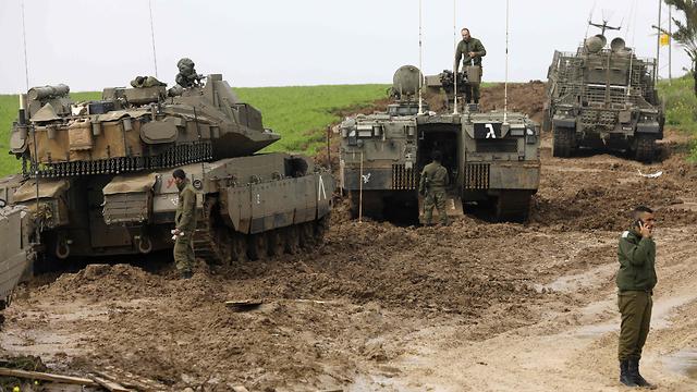 """כוחות צה""""ל ליד גבול עזה (צילום: AFP) (צילום: AFP)"""