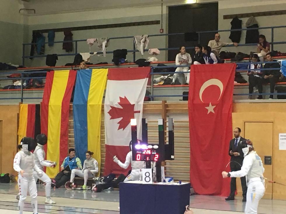 שורת דגלי המדינות המשתתפות בלי דגל ישראל (צילום באדיבות איגוד הסייף) (צילום באדיבות איגוד הסייף)