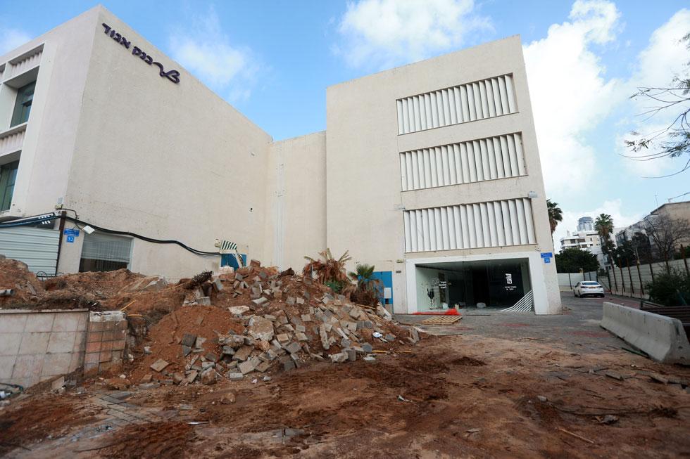 כך נראה בית המלין מבחוץ, אתמול, יום לפני תחילת ההריסה (צילום: אביגיל עוזי)