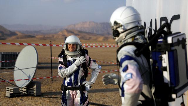 מדמים את החיים במאדים ליד מצפה רמון (Photo: Reuters) (Photo: Reuters)