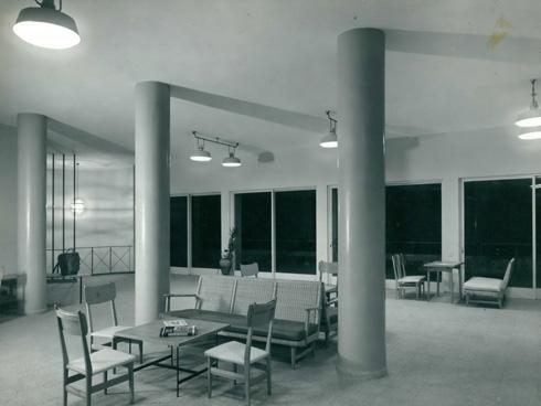 המבואה (צילום: י.קלטר, מתוך אוסף התצלומים של יעל אלוני, באדיבות ארכיון עזריאלי לאדריכלות; אוסף אריה שרון)