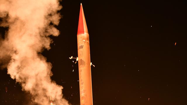 שיגור הטיל מפלמחים (צילום: אגף דוברות והסברה במשרד הביטחון) (צילום: אגף דוברות והסברה במשרד הביטחון)