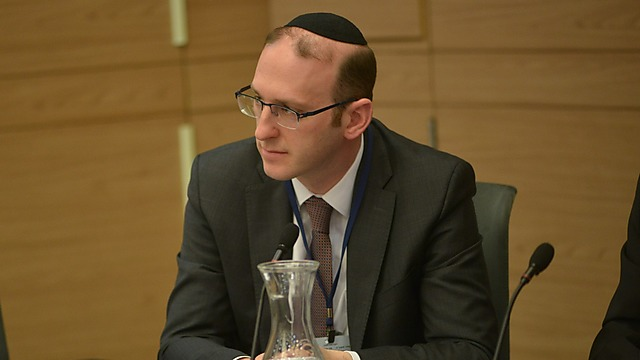 Prominent Canadian rabbi Adam Scheier appeared before the Knesset to blast the Chief Rabbinate's denial of his credentials (Photo: Aviad Waizman)