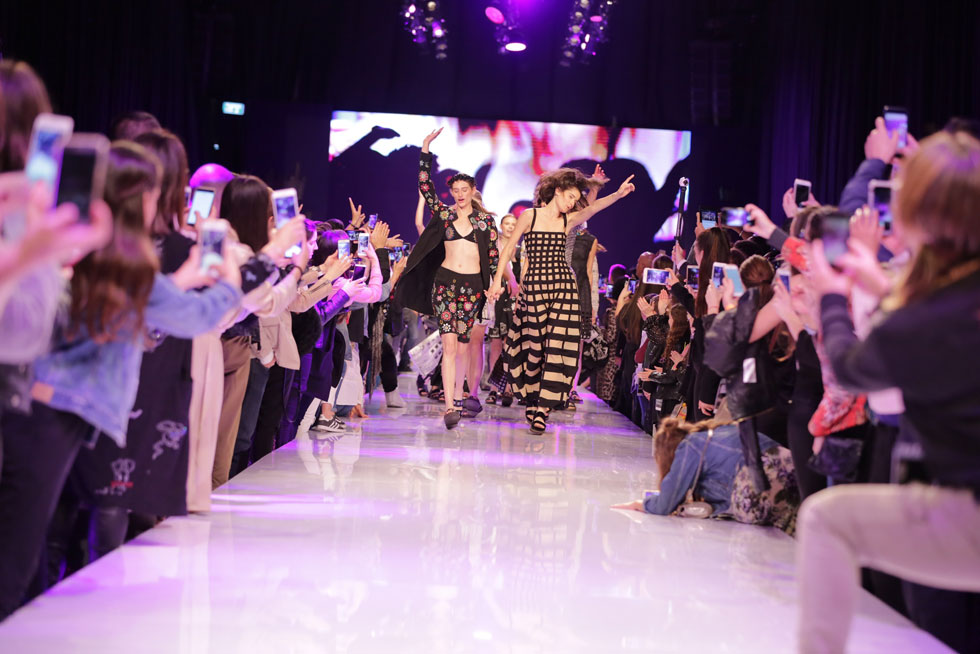 """""""האני מאמין שלי הוא לתת לגיטימציה לכך שאופנה שייכת לכל"""". תצוגת האופנה של טובה'לה בשבוע האופנה הקודם (צילום: אבי ולדמן)"""