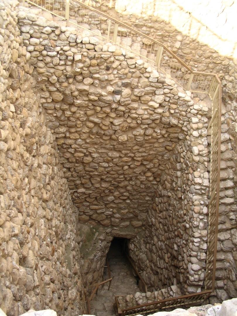 קירות הפיר (צילום: באדיבות רשות הטבע והגנים)