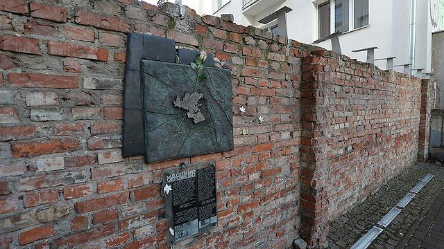 Warsaw ghetto wall (Photo: AP)
