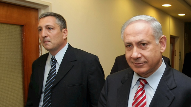 Prime Minister Benjamin Netanyahu and his former media advisor, Nir Hefetz  (Photo: Amit Shabi)