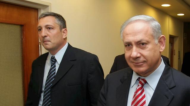 Hefetz with Netanyahu, 2010 (Photo: Amit Shabi)