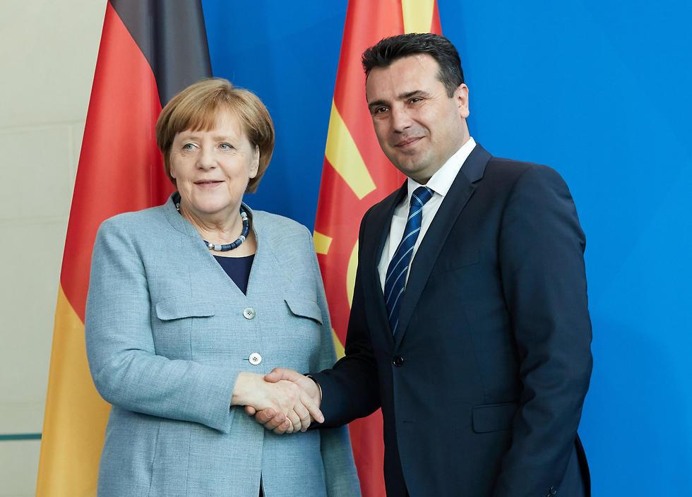 מרקל וראש ממשלת מקדוניה. אופטימיות זהירה (צילום: EPA) (צילום: EPA)
