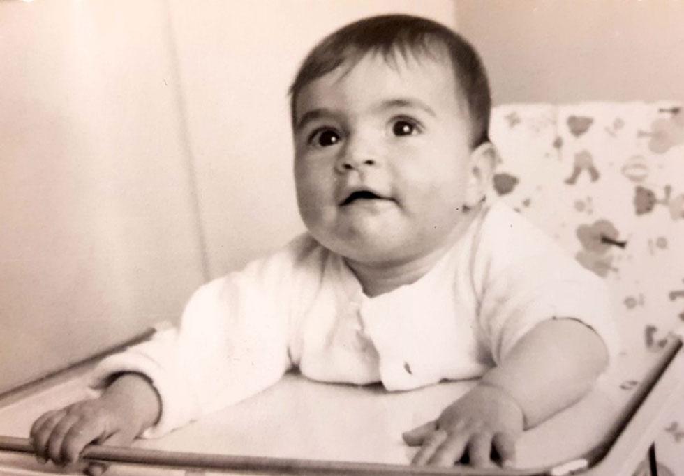 """כתינוקת. """"הוריי בראו עולם מלא בכל טוב בעשר אצבעות ועם אמצעים מוגבלים"""" (צילום: מתוך אלבום פרטי)"""