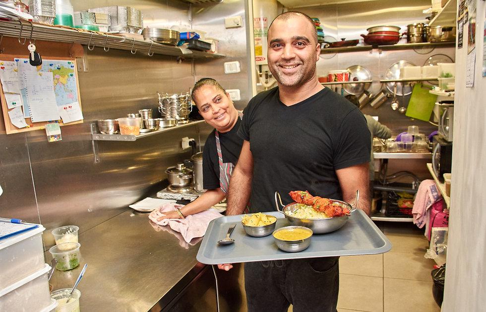 משה ונעמי במסעדה (צילום: Tom Langford Photography) (צילום: Tom Langford Photography)