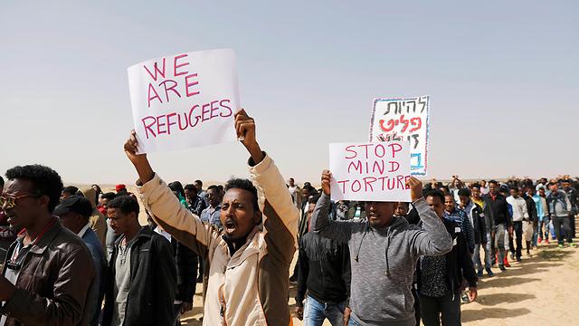 Демонстрация нелегалов. Фото: ЕРА