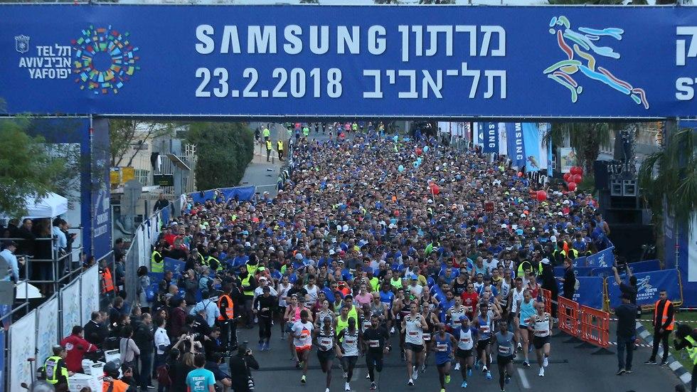 רגע ההזנקה. מרתון תל אביב יוצא לדרך, הבוקר (צילום: ראובן שוורץ) (צילום: ראובן שוורץ)