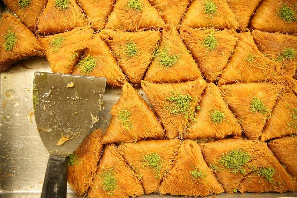 ממתקי אחמד מחרום (צילום: ירון ברנר) (צילום: ירון ברנר)