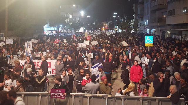 Thousands protest expulsion (Photo: Yariv Katz)