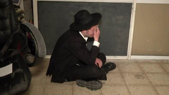 החסידים מיררו בבכי (צילום: יובל עוזרי) (צילום: יובל עוזרי)