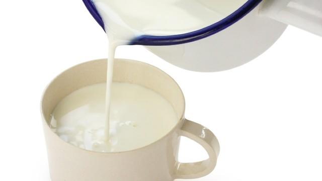 סבתא ידעה על מה היא מדברת. חלב חם (צילום: shutterstock) (צילום: shutterstock)