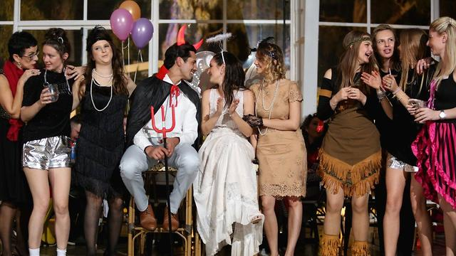 חתונת תחפושות שמחה תהפוך את הלילה שלכם לחד פעמי ולשונה בנוף החתונות הממוחזר (צילום: פוטוגנים | ארגון חתונה: easywed) (צילום: פוטוגנים | ארגון חתונה: easywed)