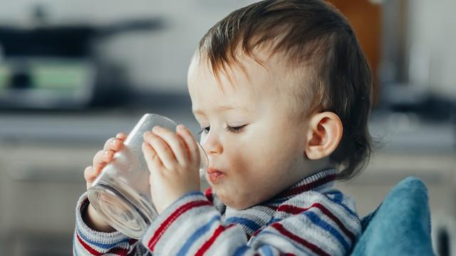 סופגים 70 אחוזים מהעופרת שבמים. ילדים (צילום: shutterstock) (צילום: shutterstock)