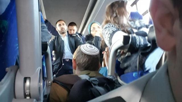 """צפיפות באוטובוס. """"תמונה עגומה של שירותי התחבורה הציבורית בישראל"""" ()"""