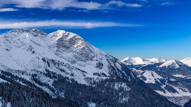 הרי האלפים. גופות שהשתמרו נמצאות בשלג (צילום: shutterstock) (צילום: shutterstock)