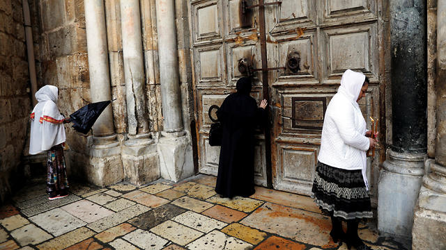 Praying outside the Church of the Holy Sepulchre. 'We received the keys from Salah al-Din al-Ayubbi'  (Photo: Reuters)
