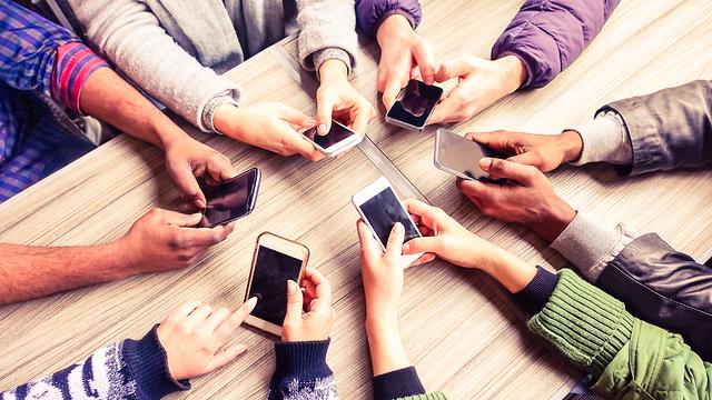 באיזו אפליקציה תעדיפו לסמס? (אילוסטרציה: Shutterstock) (אילוסטרציה: Shutterstock)