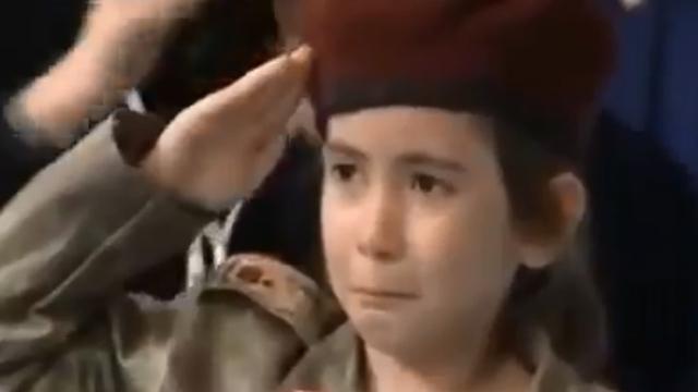 Девочка в форме турецкого спецназа