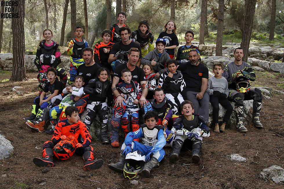 קולמן עם הילדים (צילום: אלי שמר, Riders for riders) (צילום: אלי שמר, Riders for riders)