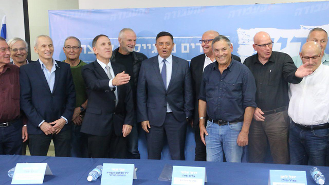 Labor party Chairman Gabbay with the new additions (Photo: Motti Kimchi)