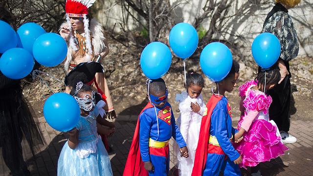 Children of asylum seekers on Purim (Photo: AP)