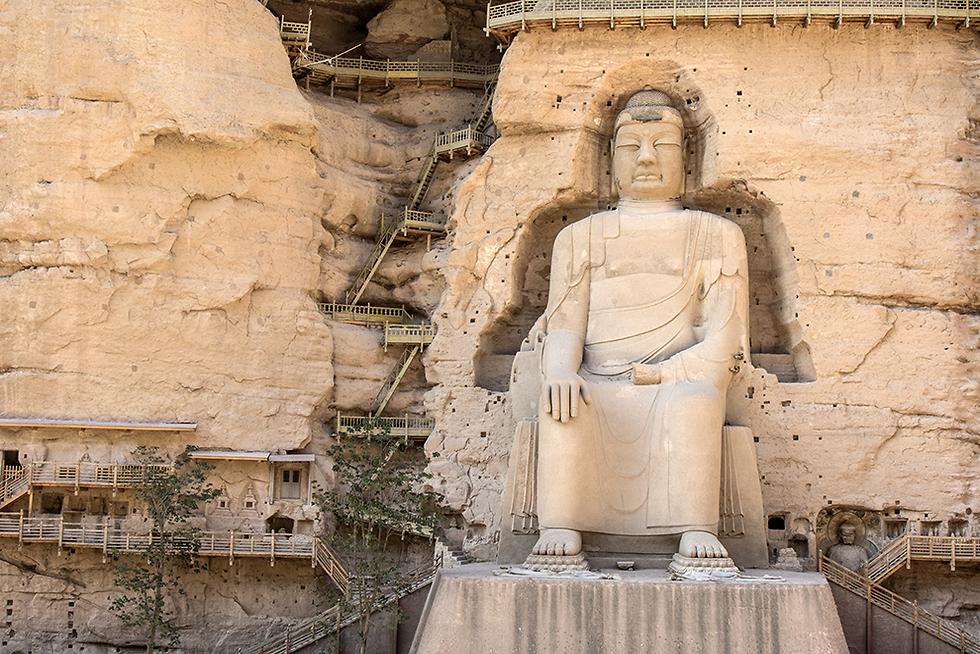 פסל בודהא חצוב בהר (צילום: רון פלד) (צילום: רון פלד)