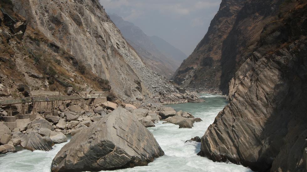 נהר הינגצה בערוץ דילוג הנמר (צילום: רון פלד) (צילום: רון פלד)