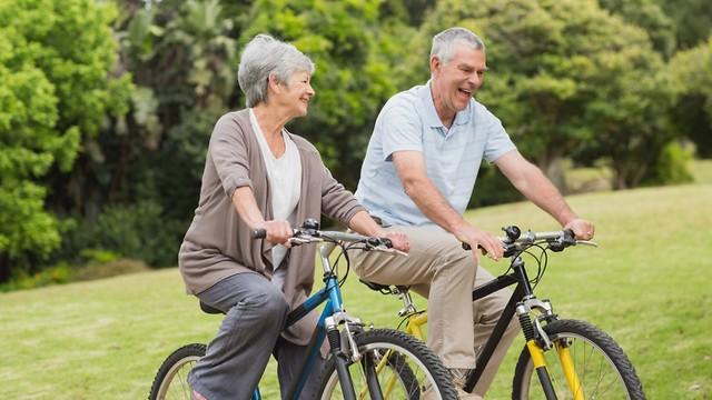 לביצוע פעילות גופנית בגיל המבוגר השפעה על הפחתת הכאבים (צילום: shutterstock) (צילום: shutterstock)