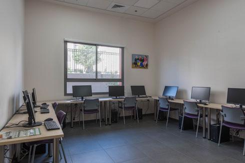 חוג מחשבים הוא אחד השימושים של חדרי ההפעלות (צילום: ליאור גרונדמן)