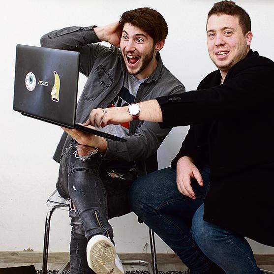 אלכס סמולקין (משמאל), אושיית יו־טיוב עם 105 אלף עוקבים, ומתן מה־אהבתי, בעלי חברת Share   צילום: אביגיל עוזי